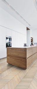 moderni-balta-virtuve